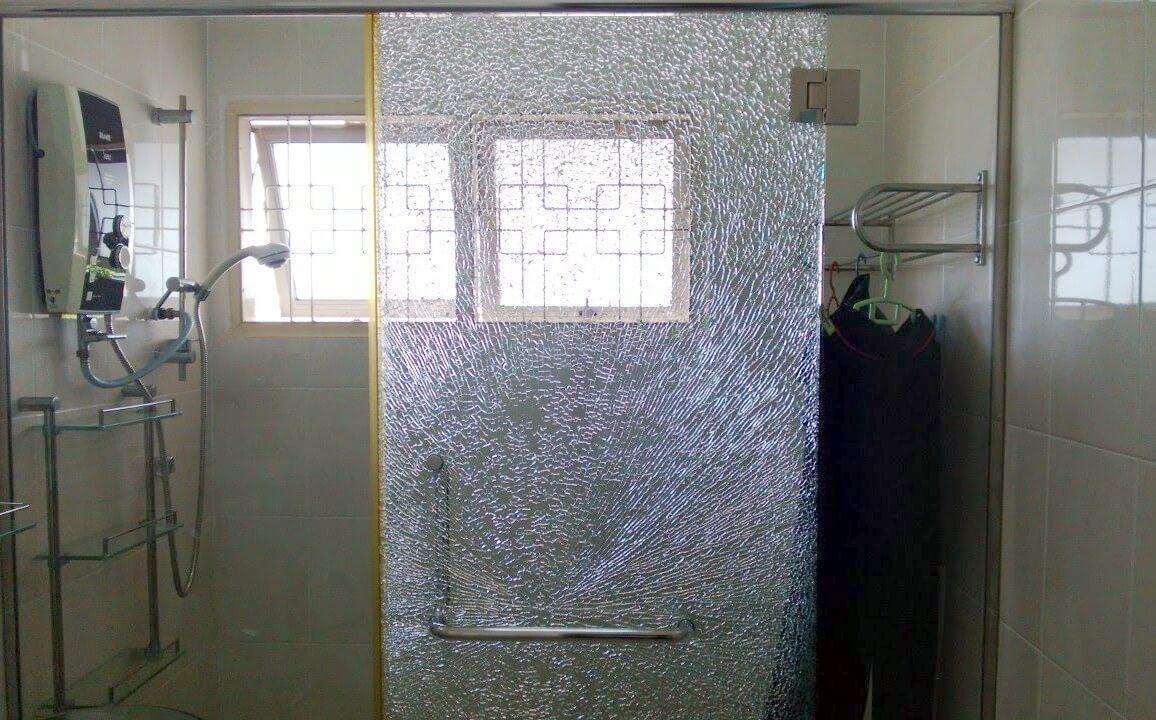 Разбитое закаленное стекло